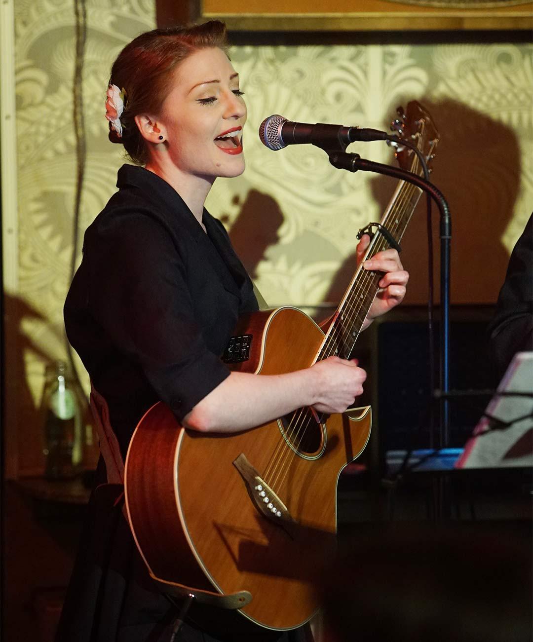 Gesangslehrerin Melanie Neuhoefer